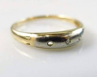 14K Gold Ring with 2. 1mm Diamonds Size 7.25