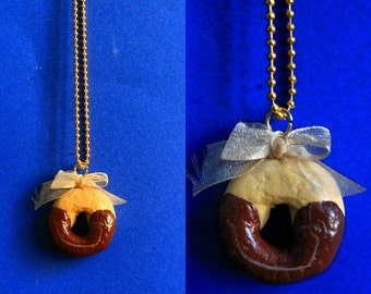 Hugs cookie necklace