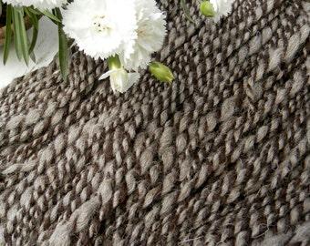 SILVERPEPPER / art yarn / natural undyed / handspun / wool / plied / knitting / crochet / weaving / brown grey / bulky