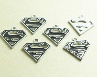 6 pieces - Black Enamel Superman - Superwoman, Super Hero, Comic, Charms Pendants - THL.15