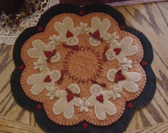"PATTERN ""The Ginger Family"" primitive candle mat"
