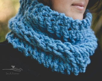 Blue Scarf, Knit Scarf, Blue Infinity, Infinity Scarf, Handmade Cowl, Bulky Scarf, Chunky Cowl, Birthday Scarf, Gift for Her, Women's Scarf