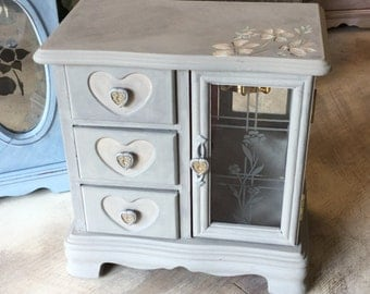 Vintage Jewelry Box// Shabby Chic Painted Jewelry Chest // Upcycled Jewelry Box