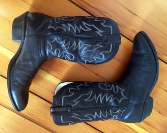Men's Vtg 9 E <> BOULET Black Leather Cowboy Boots <> Made in Canada <> Six thread Fancy Stitch <> Western Boho  Classic