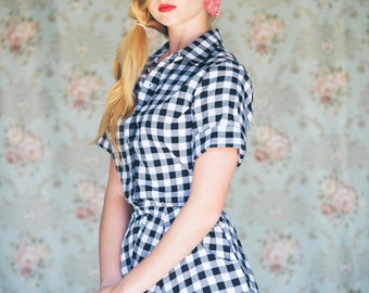 Gingham Shirtwaist New Look Dress / 50's style cotton dress / Short sleeve midi dress  - 45% off - On sale