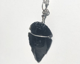 Obsidian arrowhead pendant necklace. Flint arrowhead