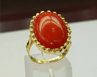 Vintage BEAUTIFUL 18k solid gold coral ring