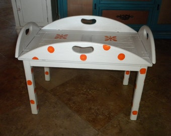 Adorable serving tray table
