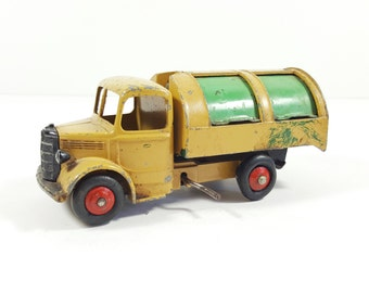 Vintage Dinky Toys, Garbage Truck. Refuse Wagon #252. Made in England. Vintage Toys. Vintage Children's Toys and Decorations.
