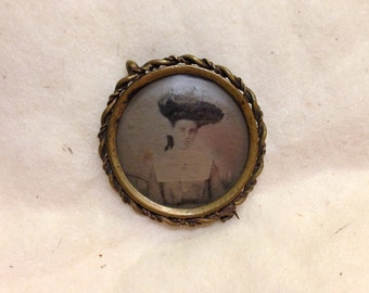 Victorian Gem Tin Type Photo Brooch.