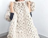 ON SALE SALE  Chunky Blanket. Knitted blanket. Merino Wool Blanket. Bulky Blanket. Extreme Knitting.