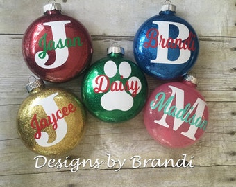 Personalized Glitter Ornaments // Personalized Christmas Ornaments // Personalized Ornaments // Monogrammed Ornaments // Christmas Ornaments
