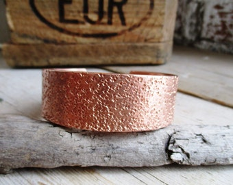 HANDMADE handmade 2.3 cm wide copper hammered bangle bracelet