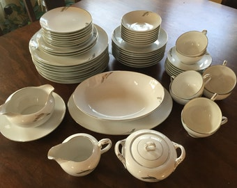 FREE SHIPPING - 52-piece set of Fukagawa Arita Pattern 931 dinner ware