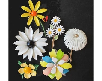 FLOWER PINS / BROOCHES * Monet * Capri * Sarah Coventry * Emmons * Lot Of Six Pins