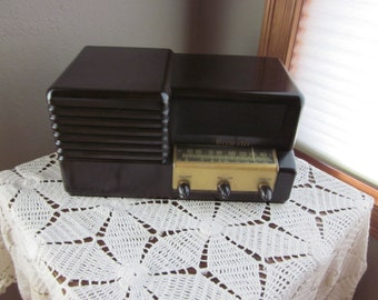 Vintage Tube Brewster AM SW  Radio - 1946  -  Model 9 - 1084