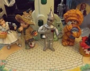 emerald city yellow brick road/display and figurines.
