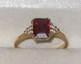 Vintage 14K Gold and Garnet Ring