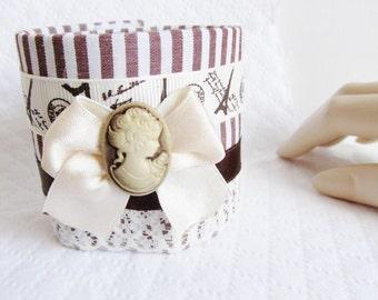 Beautiful Cuff Bracelet Brown and white striped era