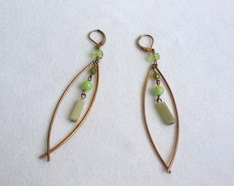 Awesome Gold Tone Beaded Dangle Earrings. Beaded Earrings. Gold Tone Lever Back Dangle Earrings. Vintage Earrings