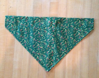 Holly and Ivy Green Dog Bandana-Size Large