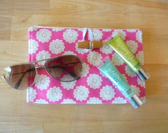 Daisy travel tidy