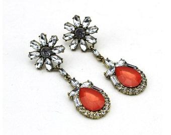 Flowery crystal rhinestone dangle and drop earrings, cheerful retro vintage crystal on gold