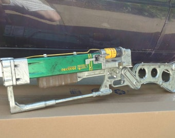 Fallout Laser Rifle (With 2 MF cells and a working reloading mechanism)