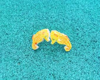 Seahorse studs