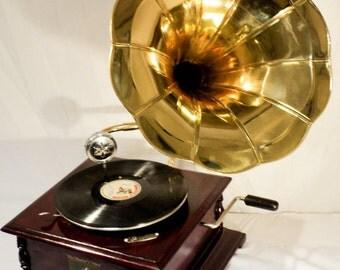 Replica Gramophone Player - 78 rpm vinyl phonograph