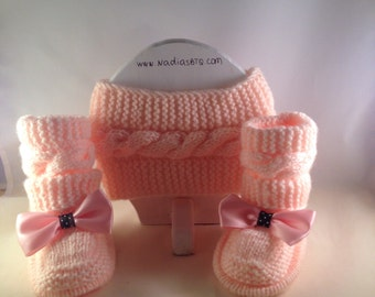 Pink baby booties with a headband
