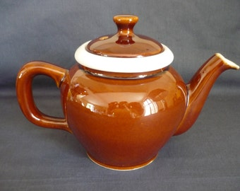 French Vintage glazed earthenware teapot glazed 1960s. The teapot boasts a nice strainer in white porcelain. Country kitchen