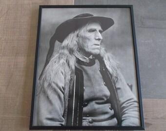 picture old breton man - under framework