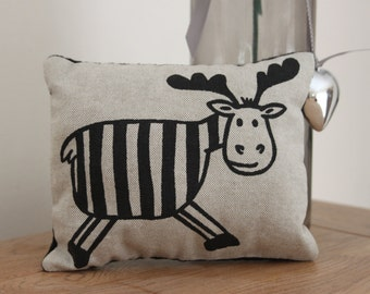 """Lavender-infused decorative """"Smelly Moose"""" cushion"""