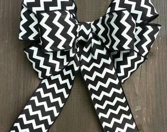 """9"""" black and white chevron wreath bow."""