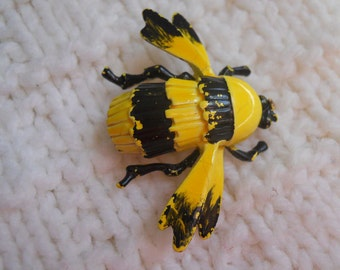 Brooch - Pin Bumble Bee Brooch/Pin - Let the bright colors take you away