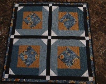 wall hanging, table topper, quilted table topper