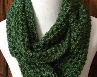 Crochet Infinity Scarf, Green Bulky Infinity Scarf, Gift For Her, Womens Gift Item, Bulky Infinity Scarf, Teachers Gift, FREE SHIPPING
