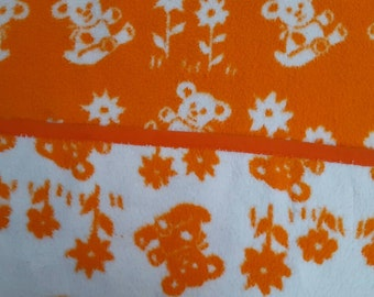 Retro baby blanket with bear pattern, for vintage baby