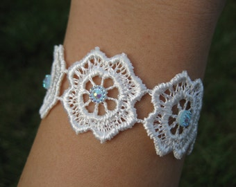 "Macrame lace rhinestone white bracelet-mod. ""Rock Cress"""