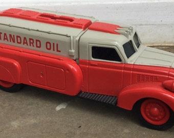 Vintage Ertl Standard Oil 1939 Dodge Airflow Bank