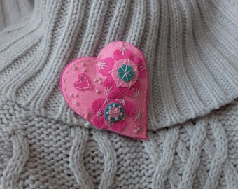 St Valentine Felt brooch Heart - Pink Dreams Textile brooch Embroidered  Handmade Brooch pin Flower brooch Valentine's Day gift