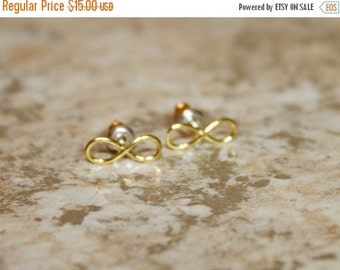 ON SALE The Infinity Stud - Sterling Silver