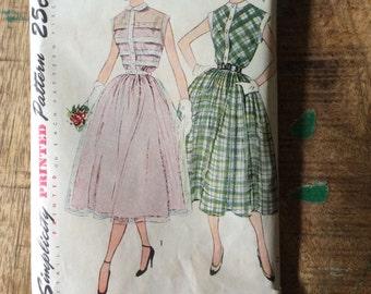 Vintage Simplicity pattern no. 3252 summer dress size 14 uncut