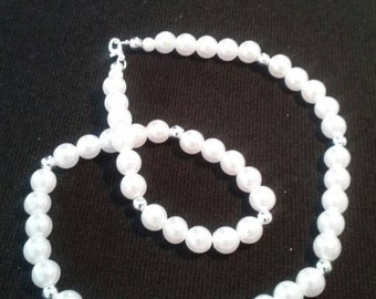 Pearlized and Silver Color Necklace