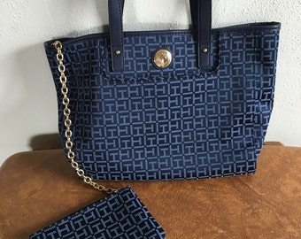 Tommy Hilfiger purse with removable wristlet