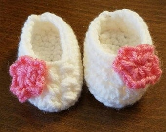Newborn crochet baby booties