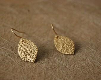 Earrings leaves matt gold + black