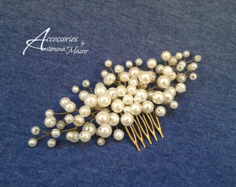 Bridal comb with light creamy beads hair comb with beads