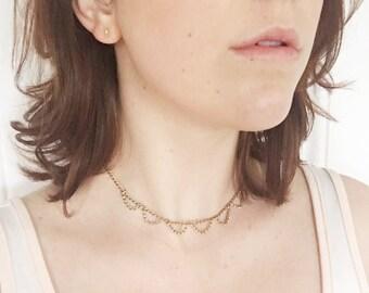 Scalloped Chain Lace Choker